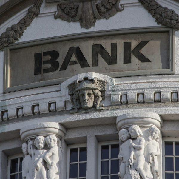 https://flipnapierwotnym.pl/wp-content/uploads/2020/02/negocjacje-kredytowe-z-bankiem-600x600-1.jpg